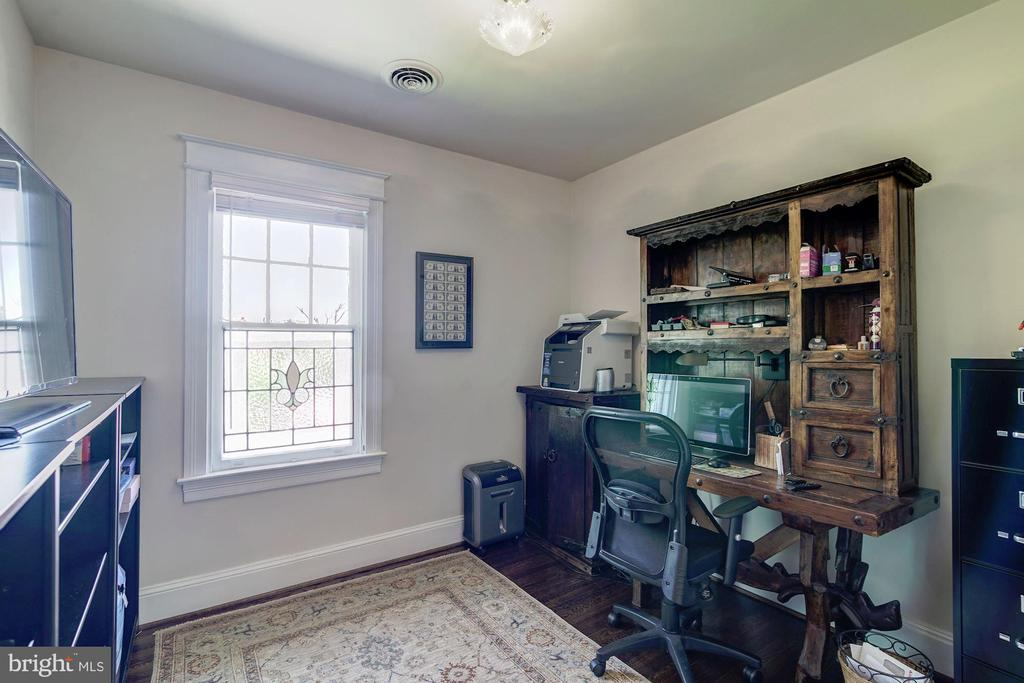 home office - 2733 35TH ST NW, WASHINGTON