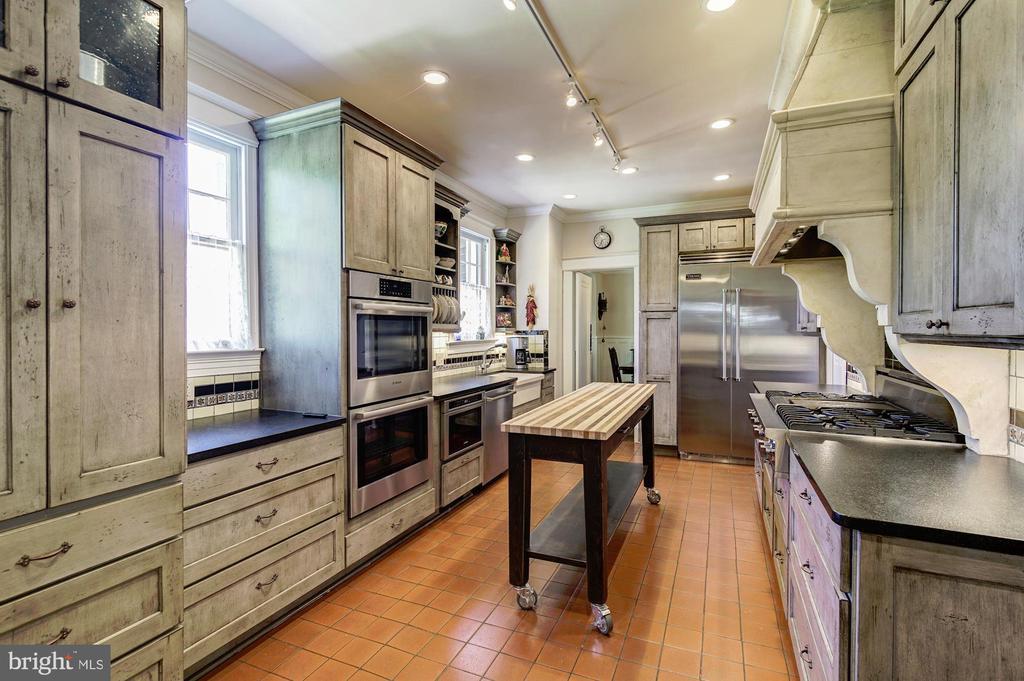 Kitchen, photo 2 - 2733 35TH ST NW, WASHINGTON