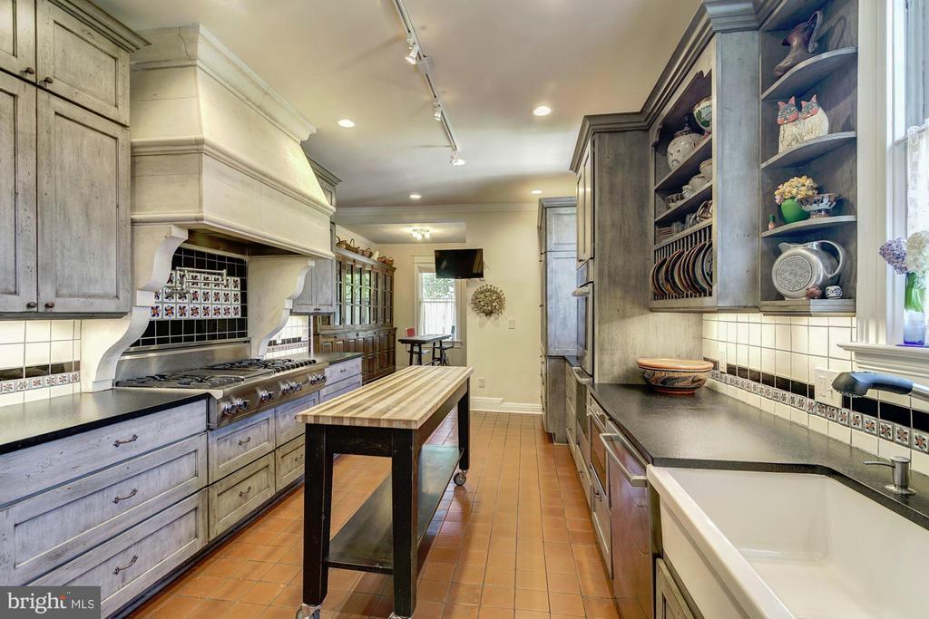 Kitchen - 2733 35TH ST NW, WASHINGTON