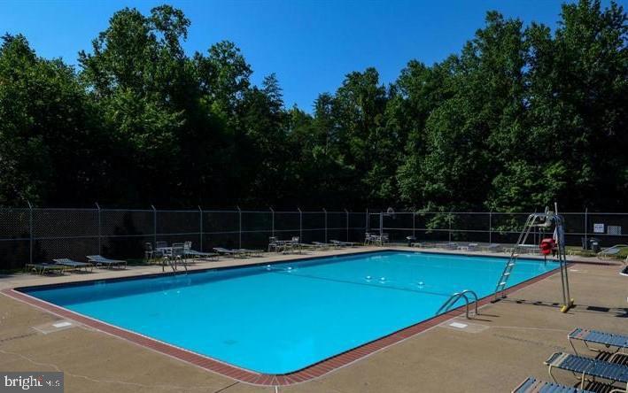 Walk to the Community Pool! - 31 FULTON DR, STAFFORD