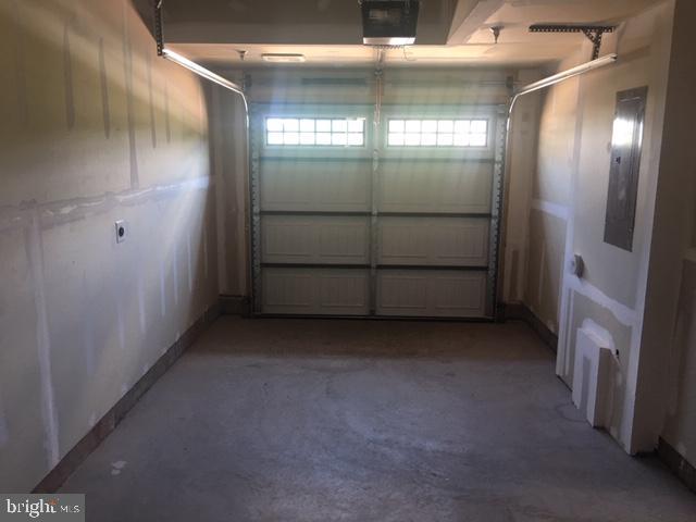 Garage - 45119 KINCORA DR, STERLING