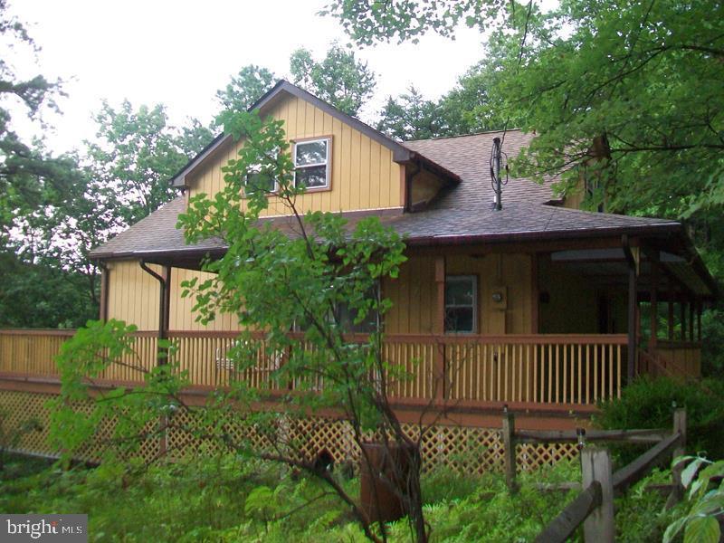 Single Family Homes para Venda às Capon Bridge, West Virginia 26711 Estados Unidos
