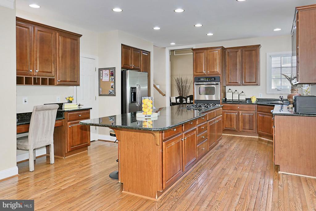 Gourmet Kitchen - 11896 CHANCEFORD DR, WOODBRIDGE