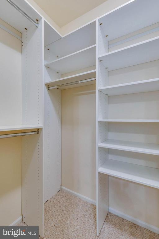 Owners suite walk-in closet - 11800 OLD GEORGETOWN RD #1208, ROCKVILLE