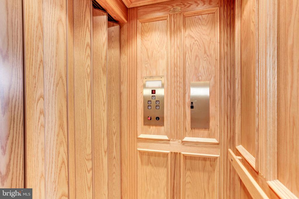 Private elevator services all 5 floors - 1419 N NASH ST, ARLINGTON