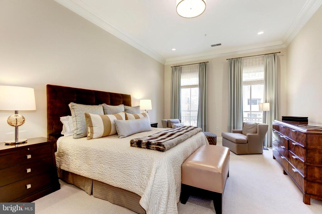 Master suite w/privacy of the whole 4th floor! - 1419 N NASH ST, ARLINGTON