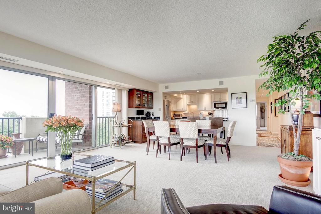 Open floor plan - 1300 ARMY NAVY DR #1009, ARLINGTON