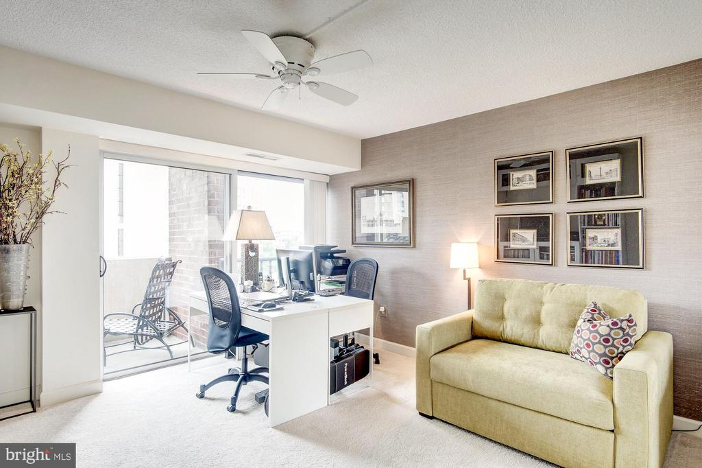 Second bedroom! - 1300 ARMY NAVY DR #1009, ARLINGTON