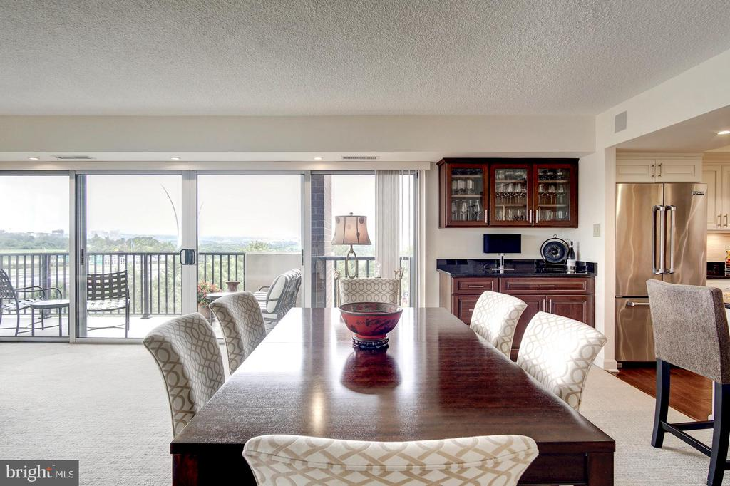 Large dining space - 1300 ARMY NAVY DR #1009, ARLINGTON