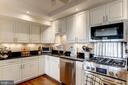 Soft-close wood cabinets & gas cooking - 1300 ARMY NAVY DR #1009, ARLINGTON