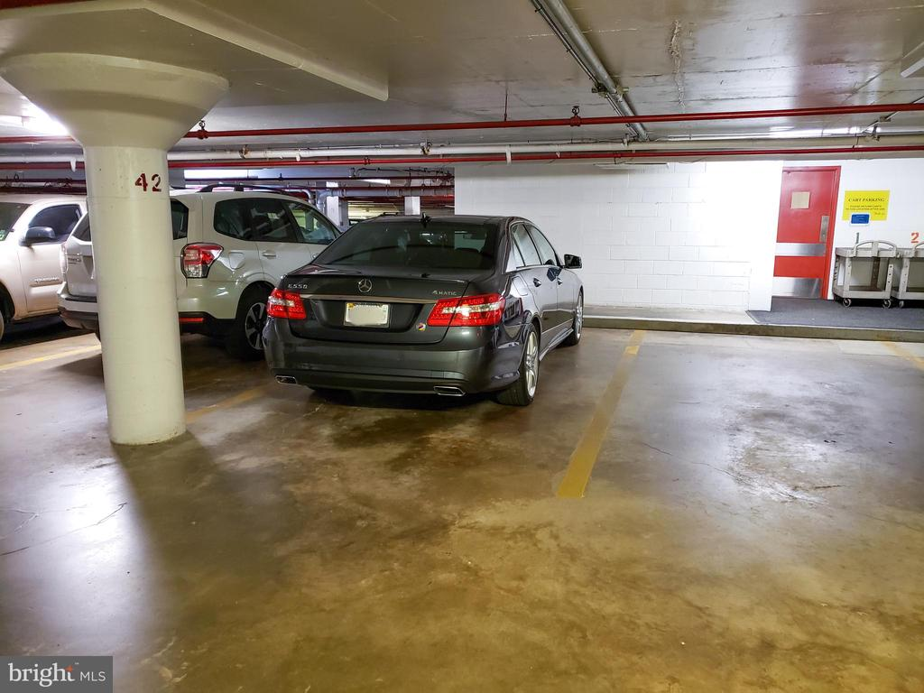 Reserved garage parking! - 1300 ARMY NAVY DR #1009, ARLINGTON