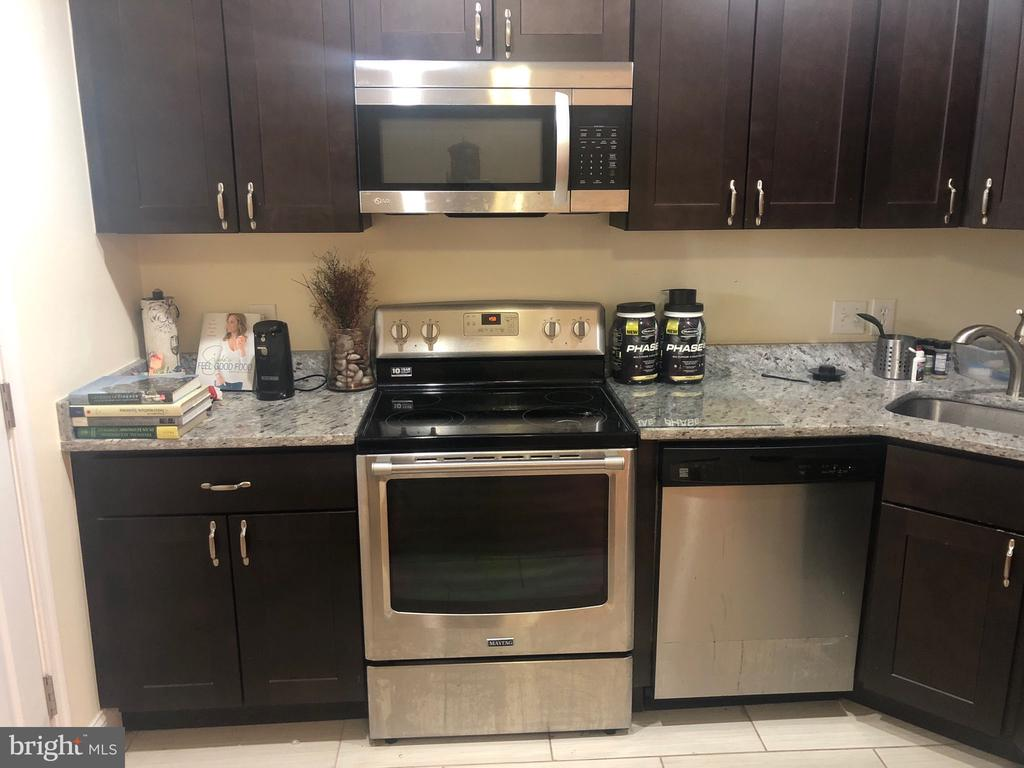 Updated kitchen - 204 35TH ST NE, WASHINGTON