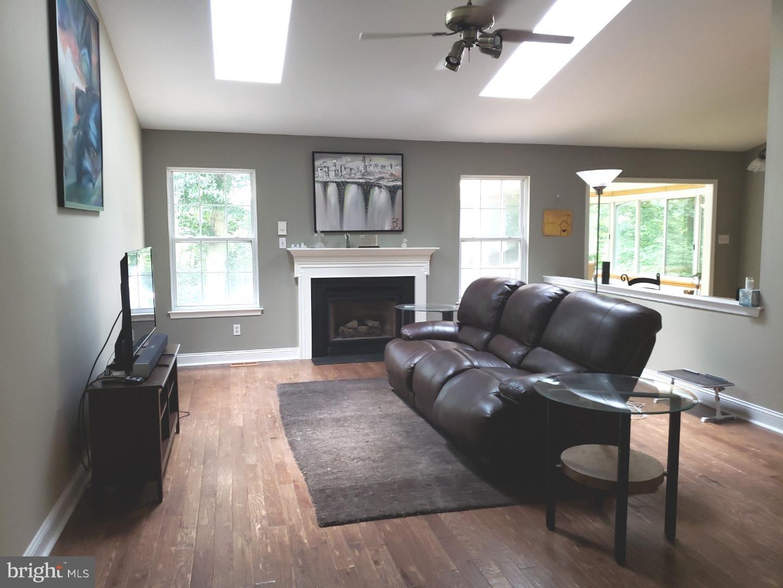 Casa Unifamiliar por un Alquiler en 26 SUSIES HOLW Sewell, Nueva Jersey 08080 Estados Unidos