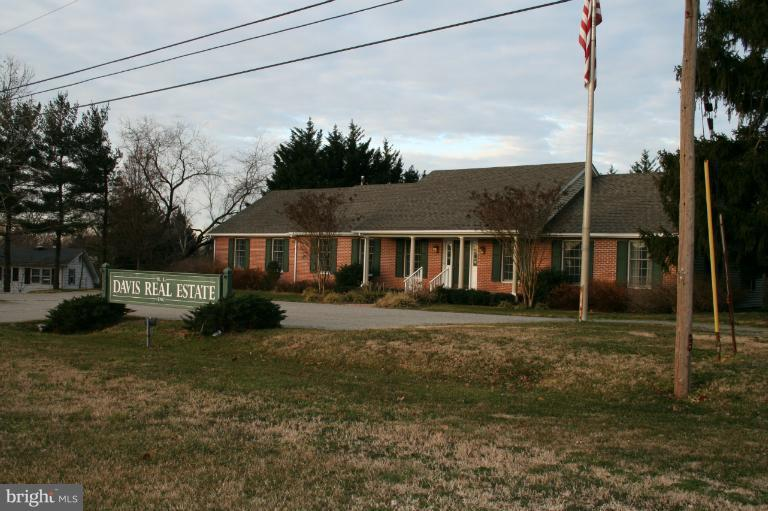 Photo of home for sale at 852 Washington Avenue, Chestertown MD