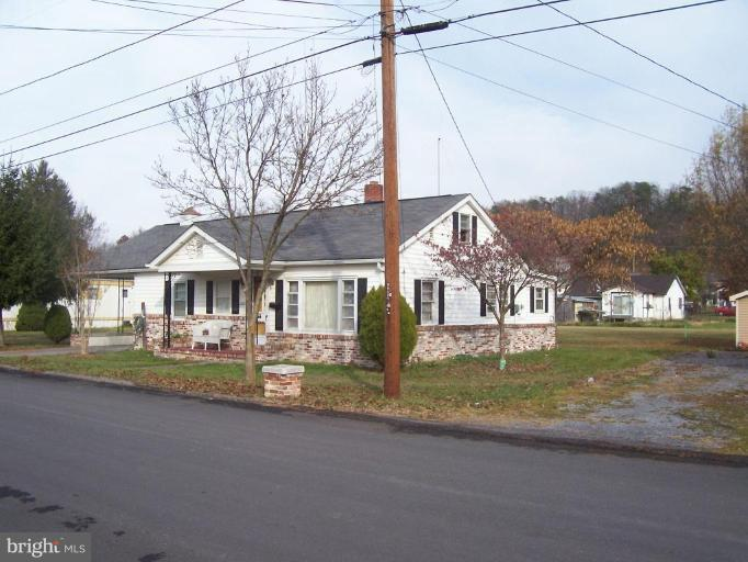 Single Family for Sale at 226 Chipley Ln Moorefield, West Virginia 26836 United States