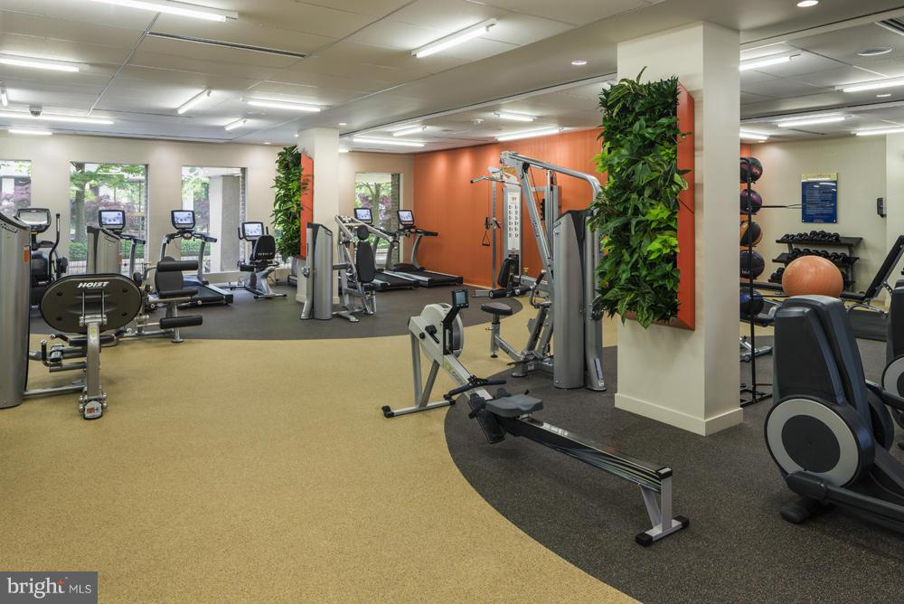 Additional photo for property listing at 2111 Jefferson Davis Hwy #001/1  Arlington, Virginia 22202 United States