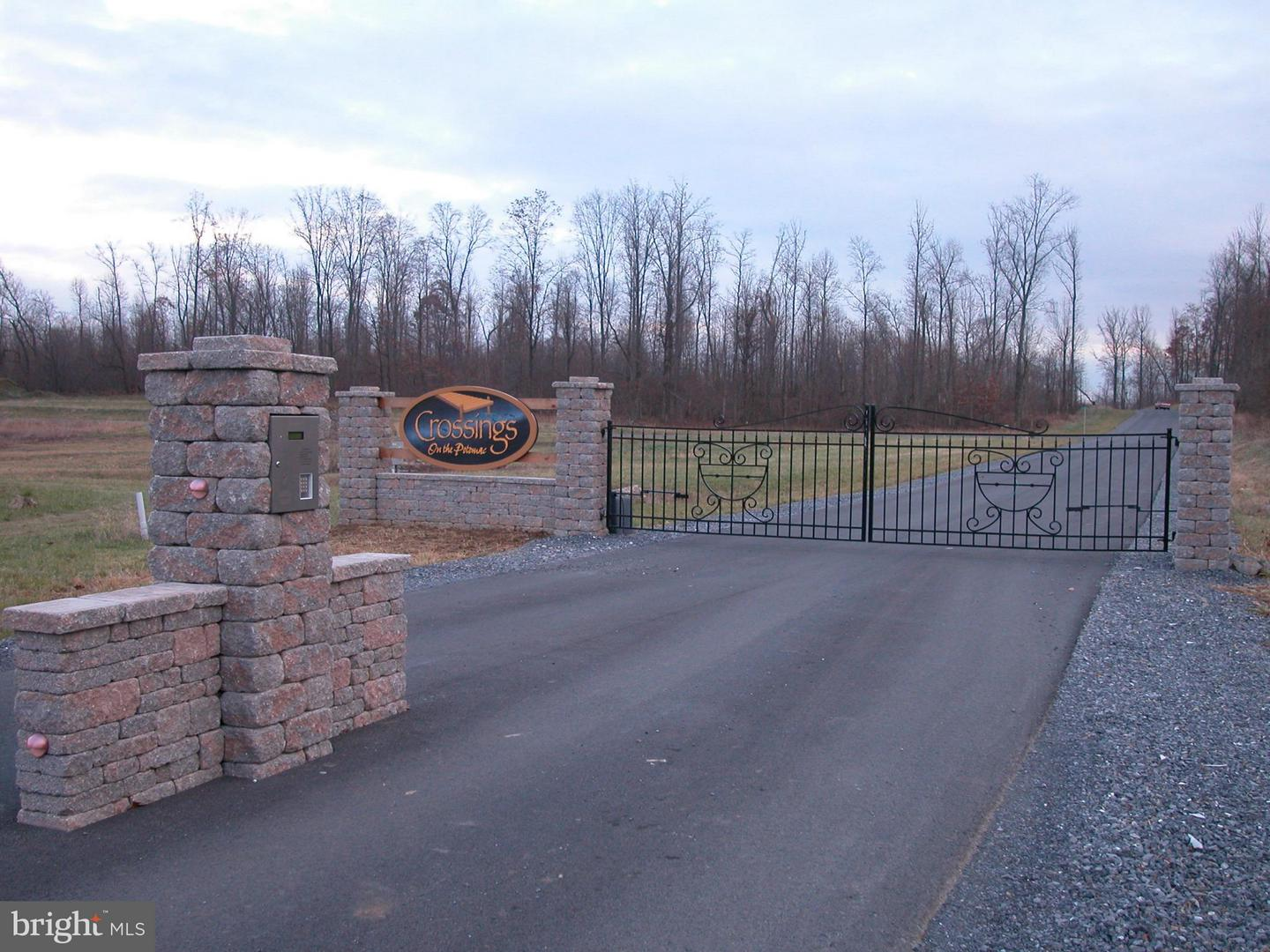 Photo of home for sale at Chesapeake Lane, Hedgesville WV