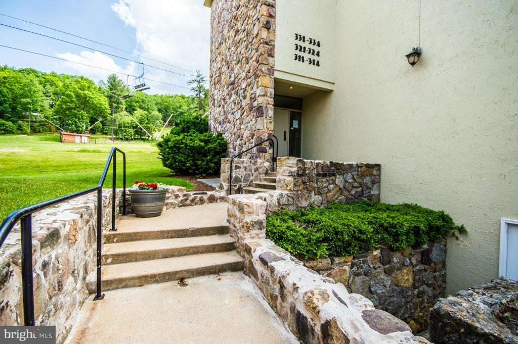 Additional photo for property listing at 300 Fairway Dr #331  Basye, Virginia 22810 United States