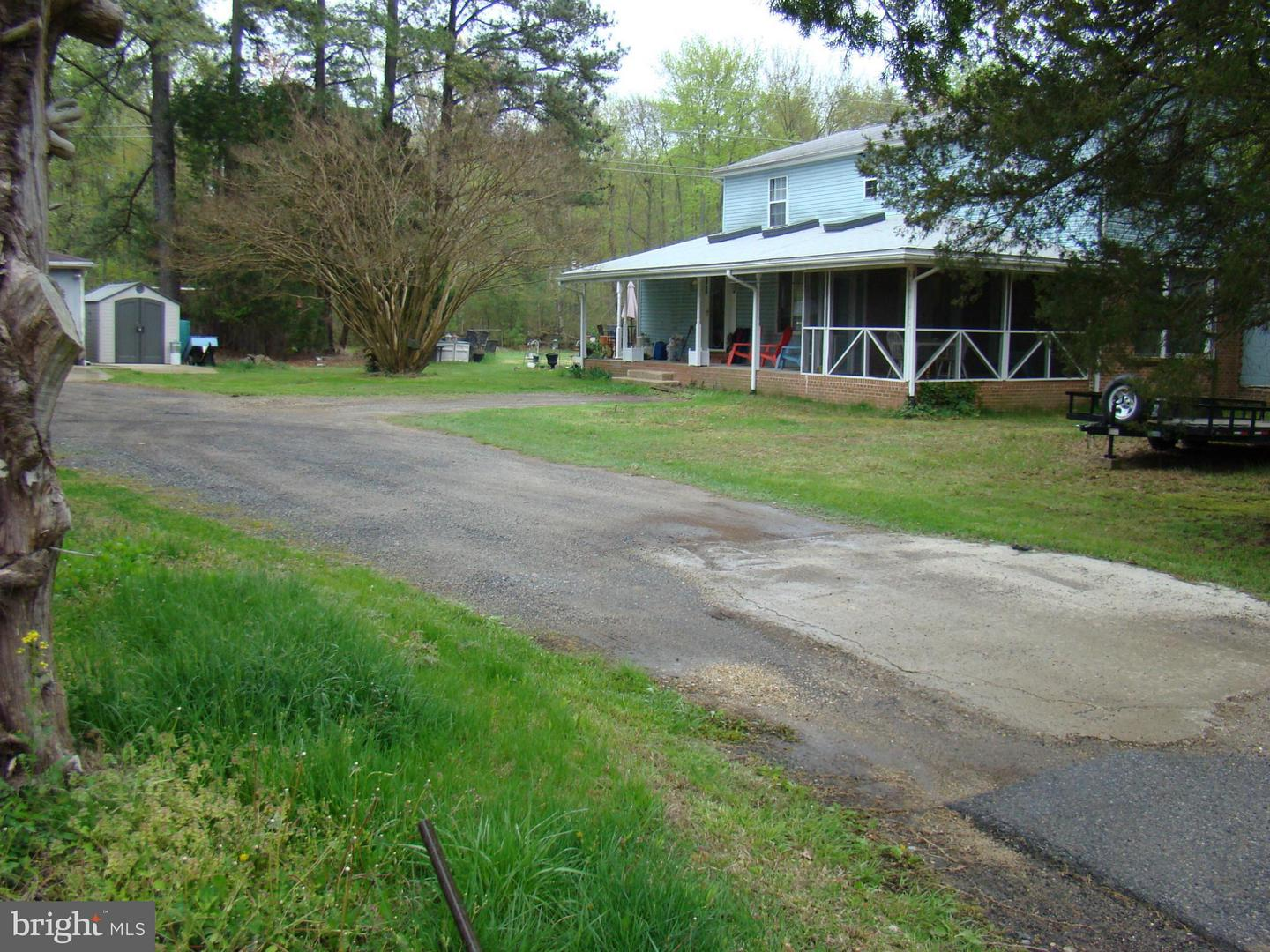 Photo of home for sale at 16000 Stone Foot Road, Accokeek MD