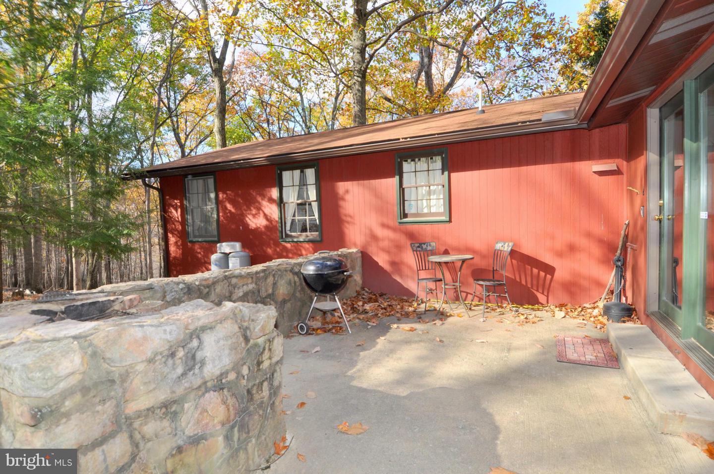 Additional photo for property listing at 645 Tuscarora Trl  Berkeley Springs, West Virginia 25411 United States