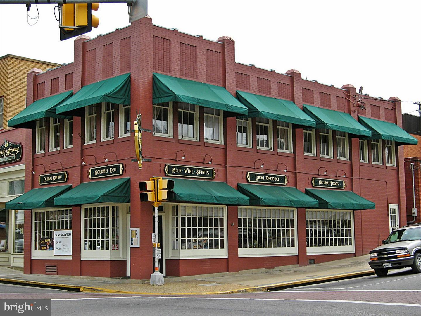 Commercial for Sale at 2 Main St E Luray, Virginia 22835 United States