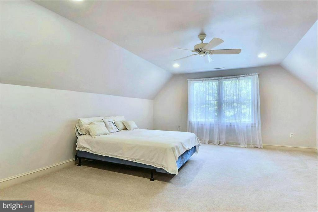 Very Large Bedroom on Upper Level - 1808 RIVER WATCH LN, ANNAPOLIS