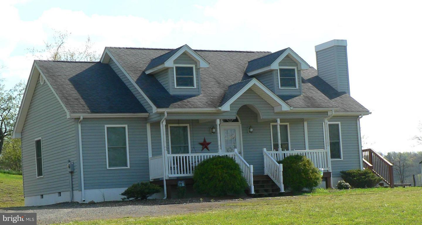 Photo of home for sale at 1139 Pumpkin Center Road, Petersburg WV