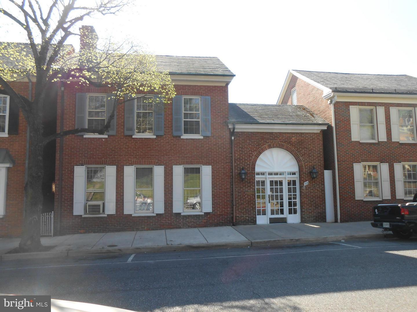 Photo of home for sale at 318 Potomac Street N, Hagerstown MD