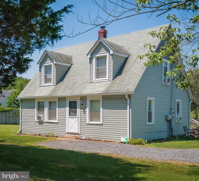 Photo of home for sale at 6514 Old Carolina Road, Haymarket VA