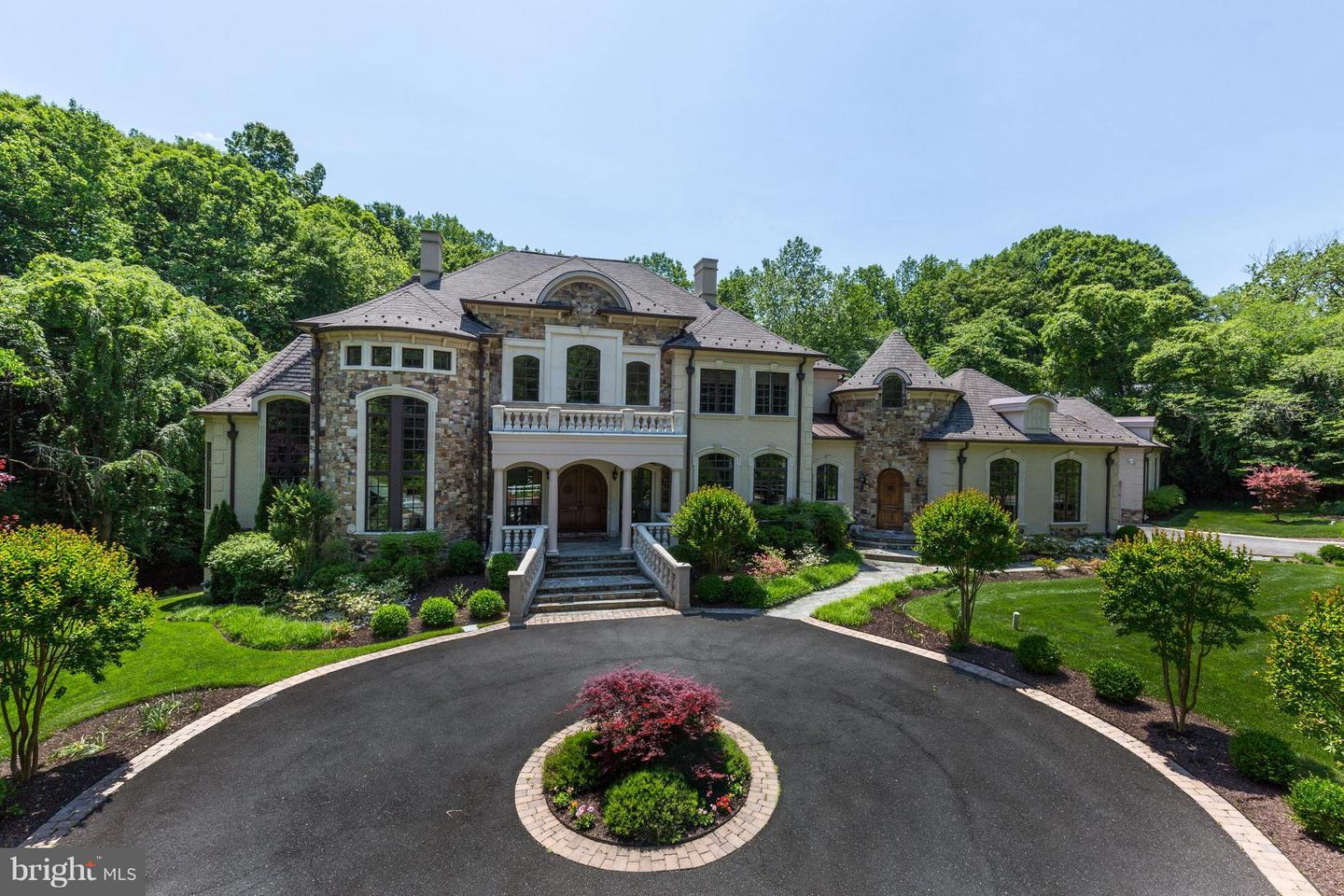Photo of home for sale at 6600 Lybrook Court, Bethesda MD