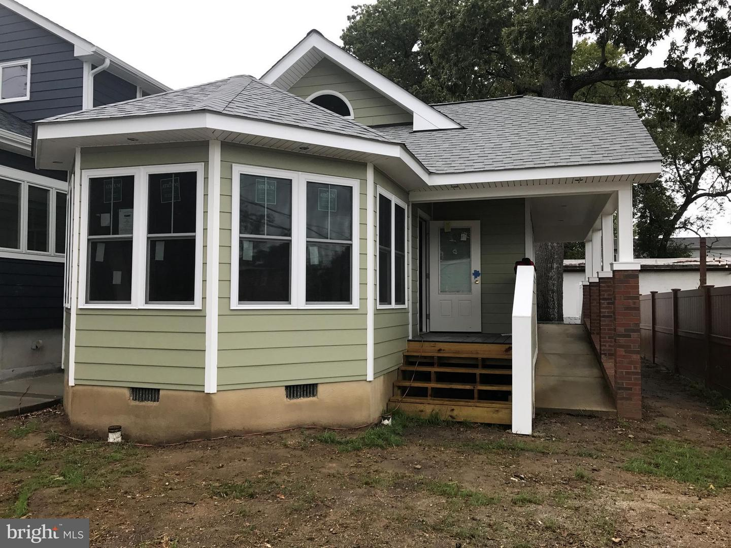 Photo of home for sale at 4116 7th Street, North Beach MD