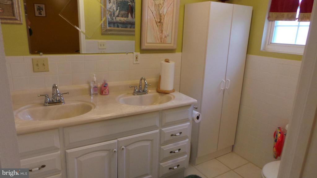Bath (Master) - 444 RIDGE RD SE, WASHINGTON
