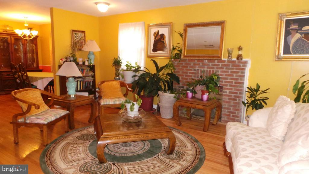 Living Room - 444 RIDGE RD SE, WASHINGTON