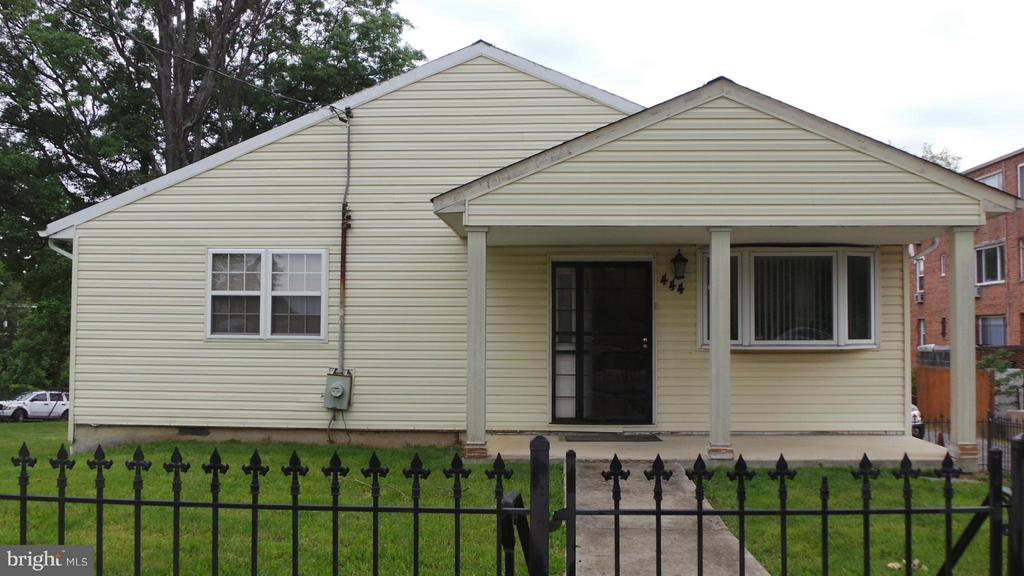Exterior (Front) - 444 RIDGE RD SE, WASHINGTON
