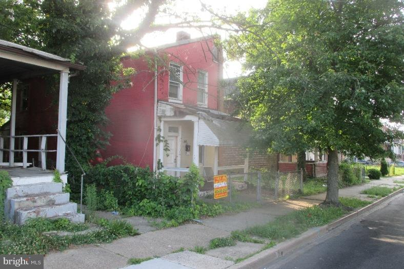 Photo of home for sale at 604 Bartlett Avenue, Baltimore MD