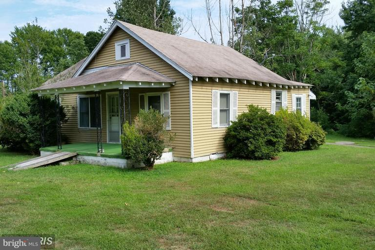 Photo of home for sale at 5195 James  Madison Parkway, King George VA