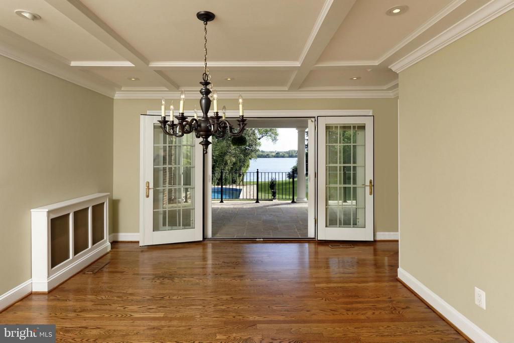 Dining Room Opens to Porch - 820 HERBERT SPRINGS RD, ALEXANDRIA