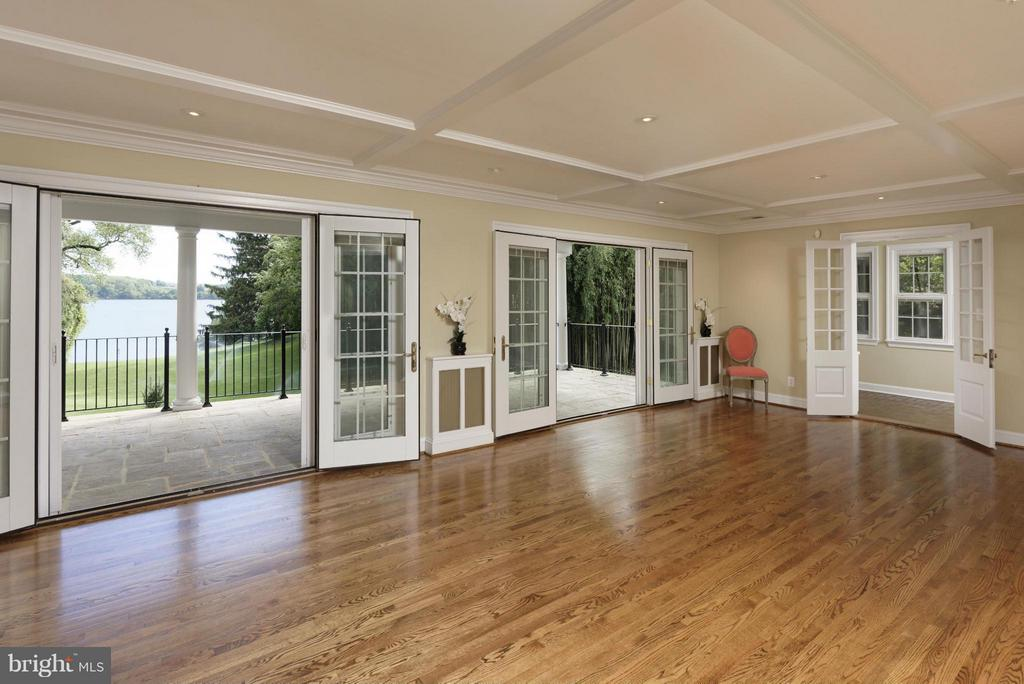 Living Room Opens to Porch - 820 HERBERT SPRINGS RD, ALEXANDRIA