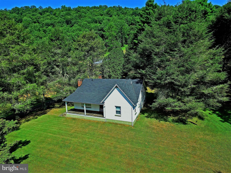 Single Family Homes للـ Sale في Warm Springs, Virginia 24484 United States
