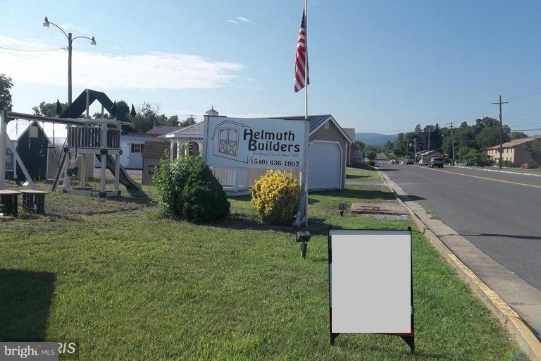 Photo of home for sale at 1231 N Shenandoah Avenue, Front Royal VA