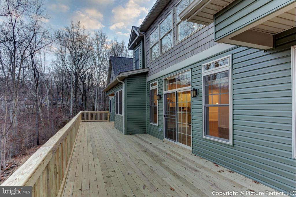 Deck across the entire back of the home - 6795 ACCIPITER DR, NEW MARKET