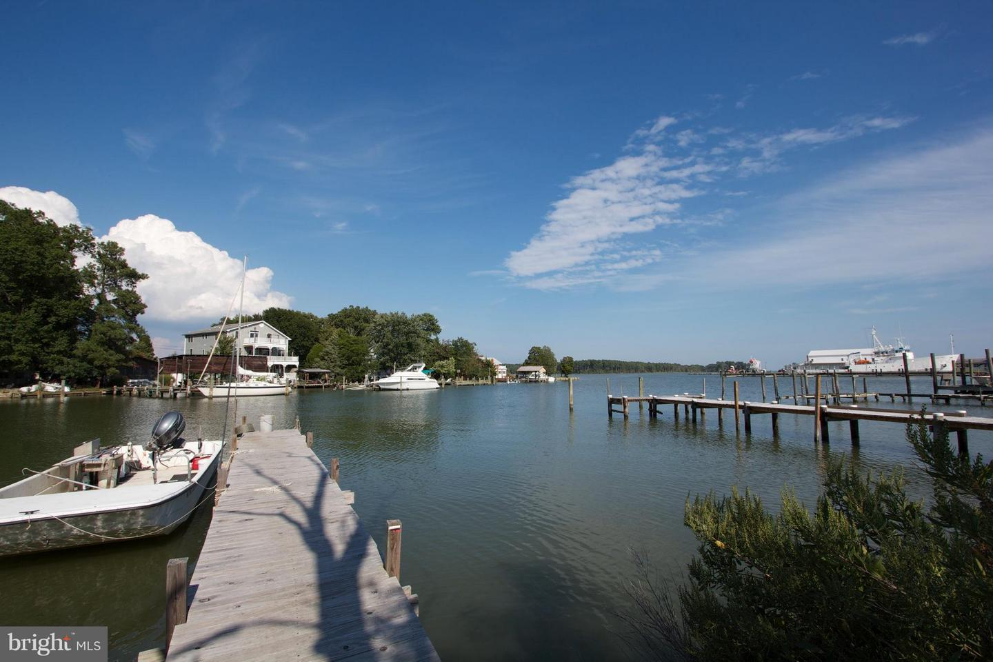 Photo of home for sale at Saint Georges Avenue, Piney Point MD