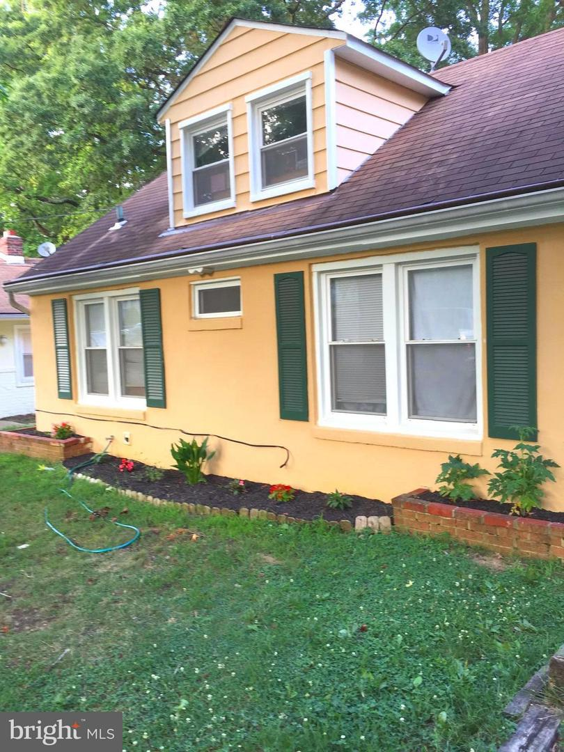 Photo of home for sale at 43 Silopanna Road, Annapolis MD