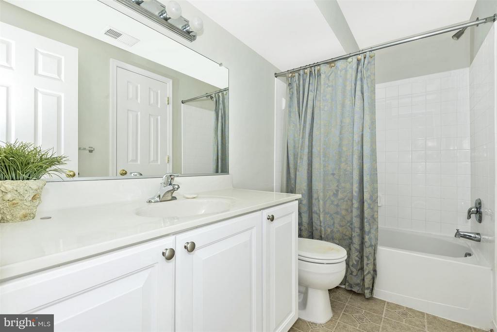 Lower Level Full Bath - 6830 WOODCREST RD, NEW MARKET
