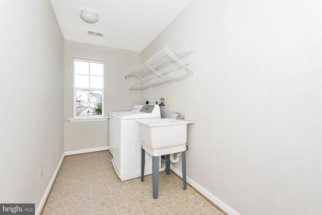 Laundry room with wash basin - 6830 WOODCREST RD, NEW MARKET