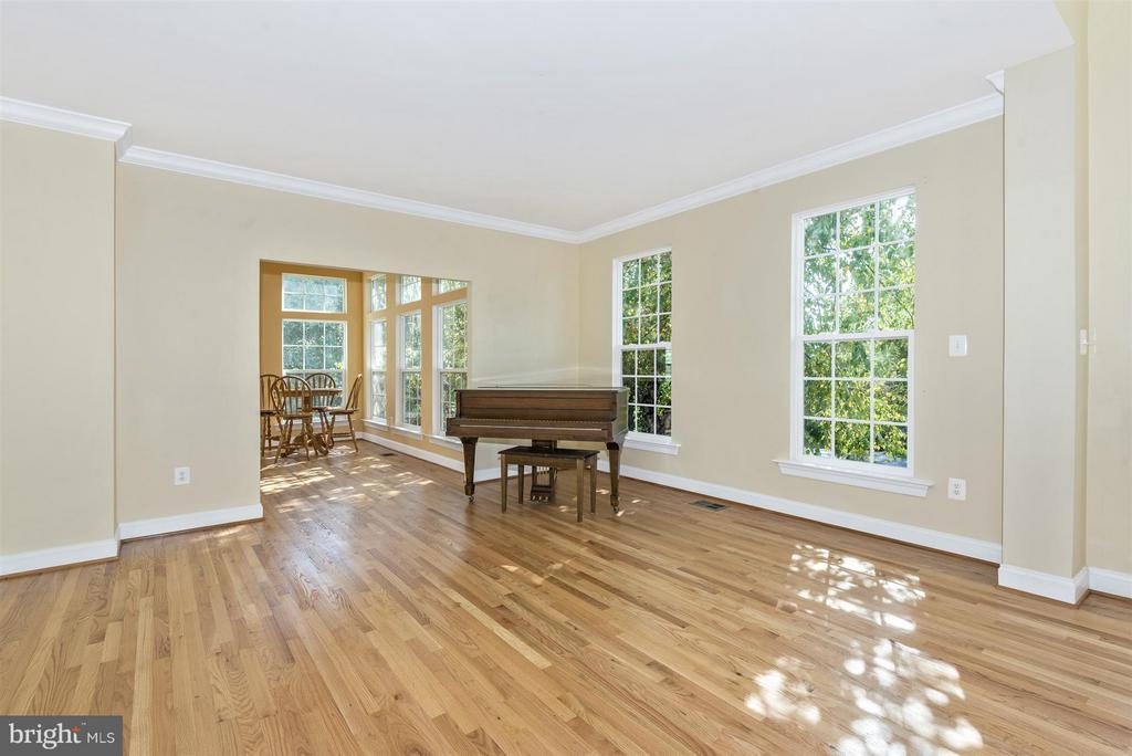 Living Room open to Solarium - 6830 WOODCREST RD, NEW MARKET