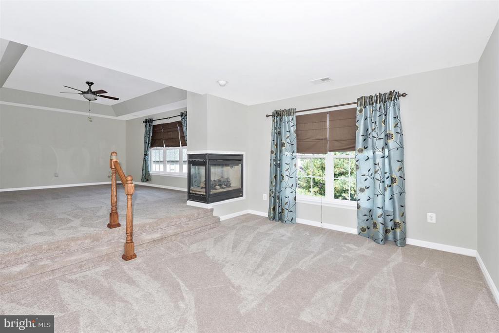 Master bedroom sunken sitting area - 6830 WOODCREST RD, NEW MARKET