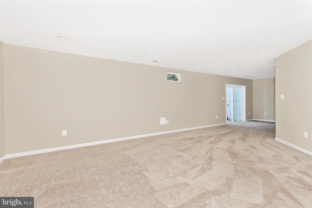 Walkout Basement rec room - 6830 WOODCREST RD, NEW MARKET