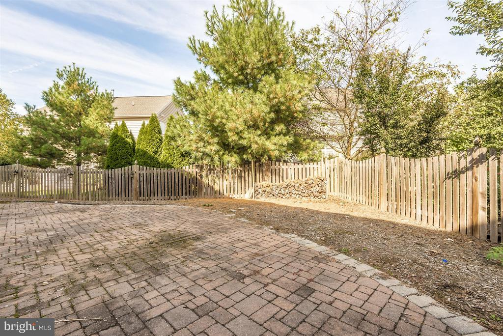 Private fully fenced rear yard - 6830 WOODCREST RD, NEW MARKET