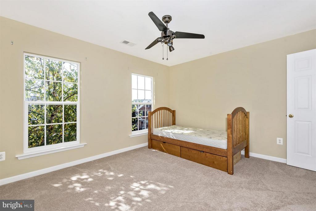 Natural light throughout rooms - 6830 WOODCREST RD, NEW MARKET